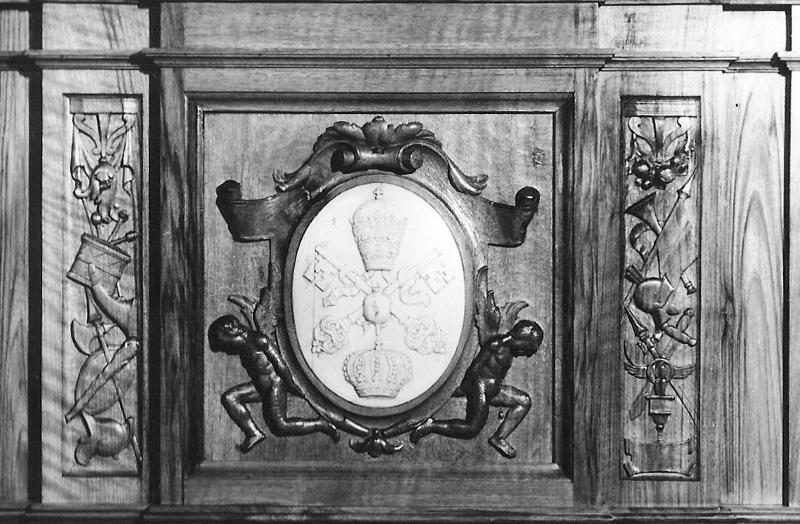 Cartela del paso con el escudo de la Cofradía